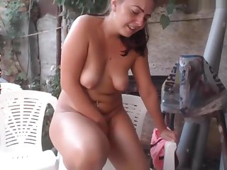 Cam modelcums and squirts with tips