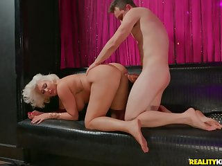 Super heavy ass on a cock riding blonde mommy