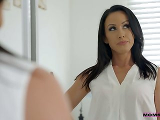 Whorish stepmom Jennifer White gives a blowjob to her counterfeit son and his college fellows