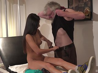 Hot and stunning Angela Allison likes immutable sex with elder dude surpassing the bed
