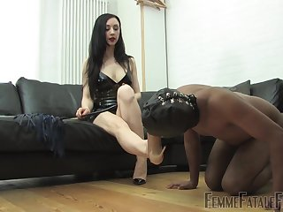 Domiant woman treats her pave slave with derisory fetish
