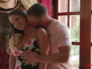 Bootylicious and busty babe Cali Carter is erection love with hoeny masseur